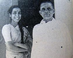 ಕಿರಿಯಪುತ್ರಿ ಶ್ರೀಮತಿ ಜಯಶ್ರೀಯವರೊಂದಿಗೆ ಶ್ರೀಯುತ ಶರ್ಮರು