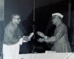 ರಾಷ್ಟ್ರದ ಅತ್ಯುತ್ತಮ ಶಿಕ್ಷಕ ಪ್ರಶಸ್ತಿ ಸ್ವೀಕರಿಸುವ ಸಂದರ್ಭ