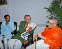 ವಿದ್ವಾನ್ ಹೆಚ್.ವಿ.ನಾಗರಾಜರಾವ್ ಹಾಗೂ ಡಾ॥ವಿಶ್ವಾಸರೊಂದಿಗೆ