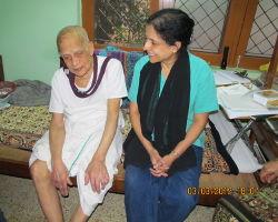 ಹಿರಿಯ ಪುತ್ರಿ ಡಾ.ಶಾರದಾಚೈತ್ರರವರೊಂದಿಗೆ